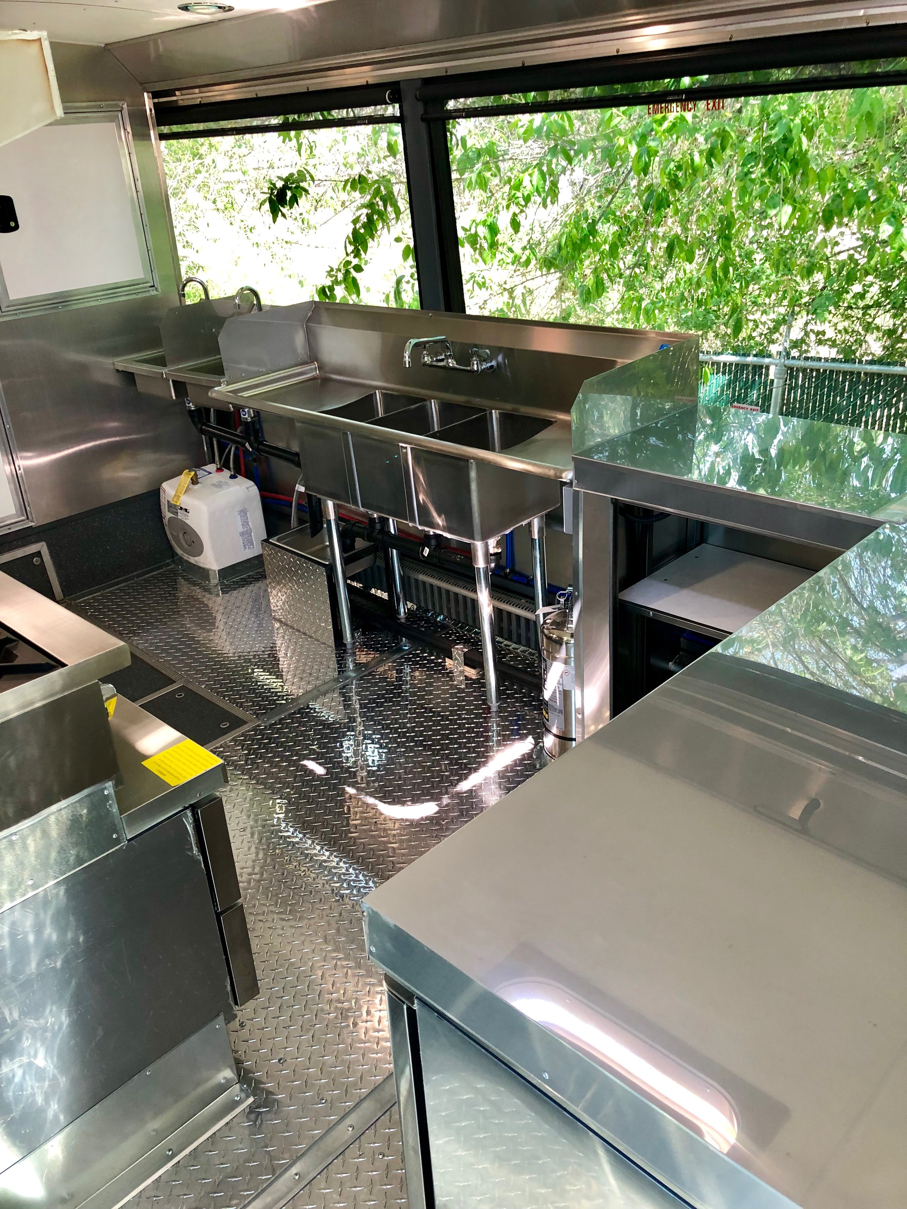 Custom Foodtruck Diner Kitchen to Code