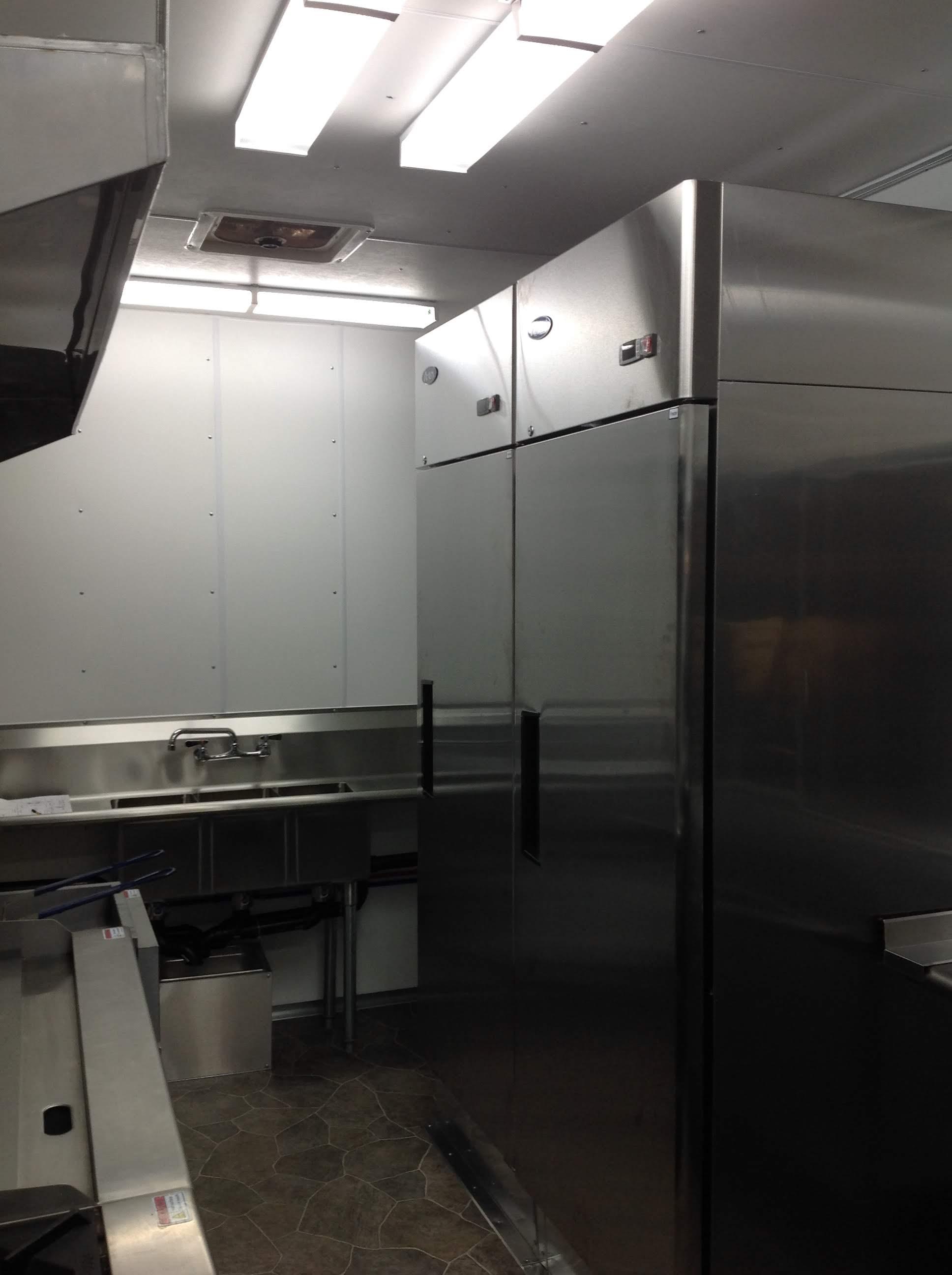 Trailer 9 Custom Foodtuck Kitchen 4